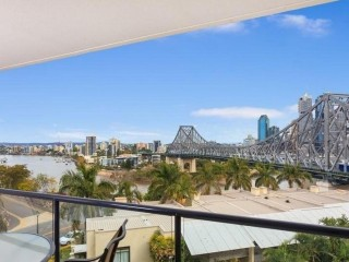 Two-bedroom apartment with river, city and Story Bridge views
