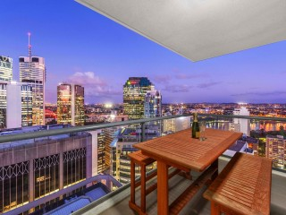 Unique 1 Bedroom Apartment with CBD Views